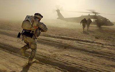 helicoptero en el desierto