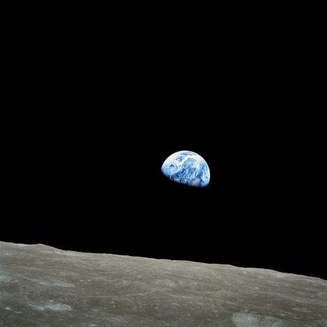 45 años atrás se captaba esta imagen de la tierra elevándose sobre el horizonte de la luna (fuente; NASA)