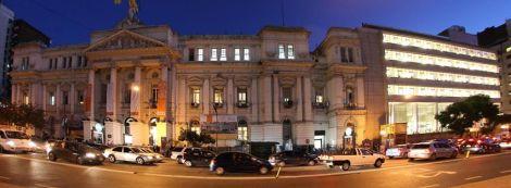 facultad de económicas en Av Cordoba y Junín, edificios viejo y nuevo adosado.