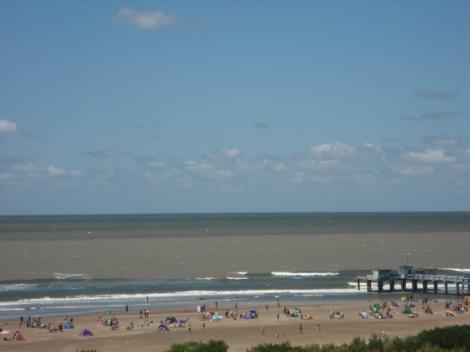 Rio de la Plata y Mar argentino, entremezclados frente al muelle de San Clemente del Tuyú