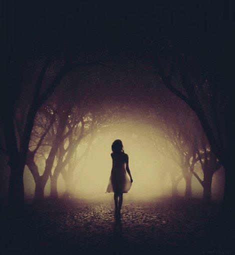 mujer-en-bosque